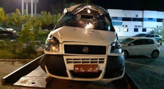 Mulher morre após acidente de carro e marido teria cortado cinto de segurança em briga