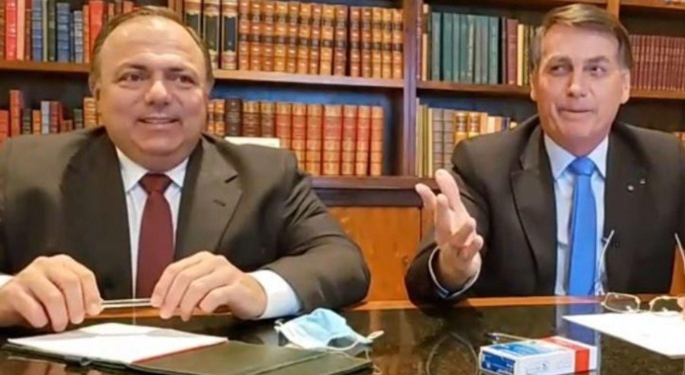"""Em 20 de maio, o presidente Jair Bolsonaro afirmou que Pazuello ficaria """"por muito tempo"""" à frente da pasta"""