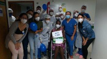 A alta de Édna de Souza Rocha Gonzaga, de 53 anos, na manhã desta quarta, pontuou o número