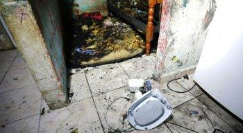 O quarto ondem dormiam as crianças ficou completamente destruído