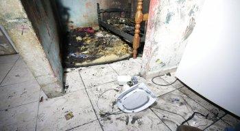 Incêndio que aconteceu no bairro do Cordeiro, em Recife, e causou a morte de duas crianças