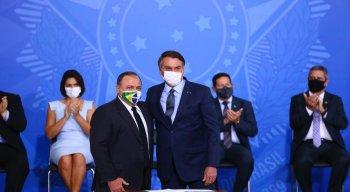 Eduardo Pazuello foi efetivado como titular na pasta pelo presidente Jair Bolsonaro em cerimônia realizada nesta quarta-feira (16).