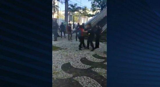 Moradores denunciam agressões de guardas municipais durante protesto na Prefeitura de Recife
