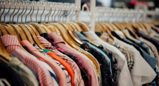 Loja é autuada com R$ 600 mil em roupas falsificadas, na Zona Norte do Recife
