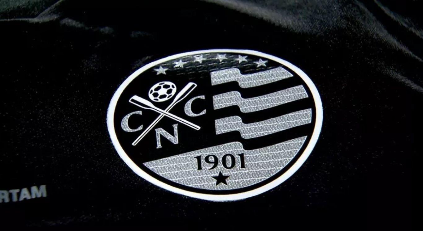 Pela primeira vez, o escudo não terá o vermelho, mas sim o preto, para simbolizar o compromisso do clube em levantar esta bandeira