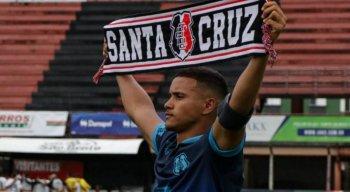 André, volante do Santa Cruz, realizou o sonho de virar jogador de futebol profissional