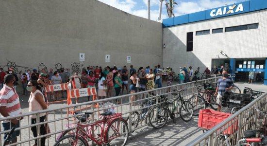 Auxílio emergencial de R$ 300 começa a ser pago quando a pessoa receber todas as parcelas do benefício original