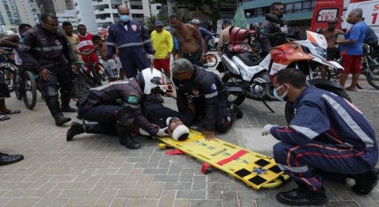 Acidente entre carros deixa feridos na Avenida Boa Viagem neste domingo (20)