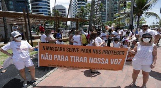 Pais protestam na Av. Boa Viagem pelo retorno das aulas presenciais