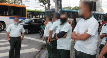 Motoristas de ônibus protestaram contra a dupla função e demissão do cobradores