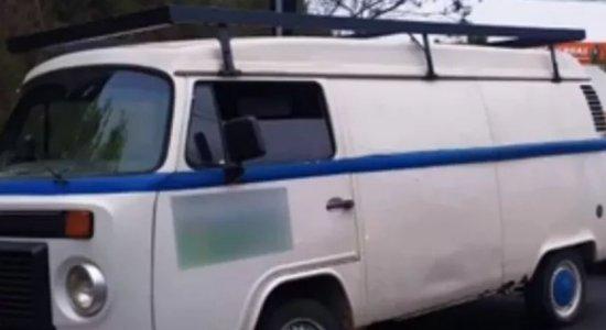 O veículo foi localizado com mais de R$ 813 mil infrações cometidas no Estado do Paraná