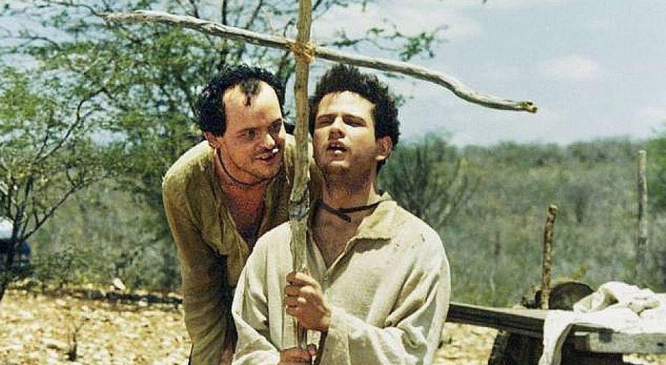 Considerado um grande clássico do cinema brasileiro, filme é baseado na obra literária de Ariano Suassuna
