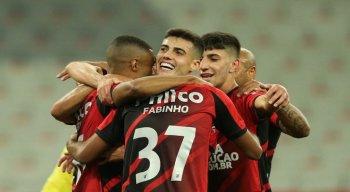 Pelo Grupo C da Taça Libertadores da América, o Athletico-PR derrotou o Colo-Colo (Chile) por 2 a 0