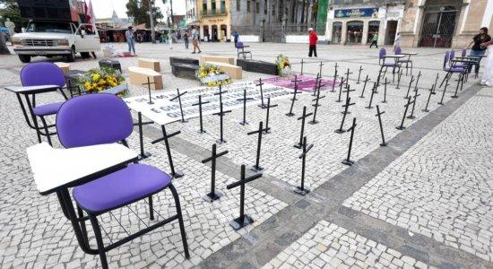 Professores fazem ato simbólico contra retomada das aulas em Pernambuco