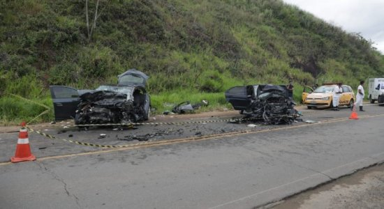 Acidente na PE-60, em Ipojuca, deixa dois mortos e três feridos