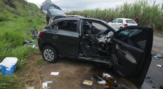 O acidente na PE-60 deixou cinco vítimas, sendo duas pessoas mortes e três feridas