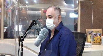 O candidato à prefeitura do Recife Marco Aurélio durante a sabatina na Rádio Jornal