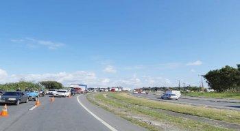 Por causa do acidente, o trânsito no local está intenso