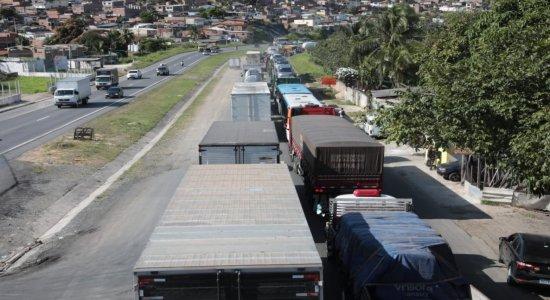 Ciclista é atropleado por caminhão na BR-101