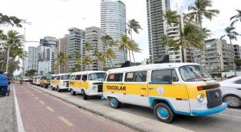 Os condutores escolares reivindicam por auxílio do governo durante a pandemia