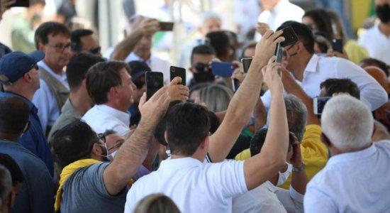 Bolsonaro quebra protocolos em visita ao Sertão de Pernambuco; veja fotos