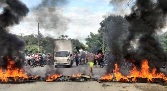 Moradores da Muribeca protestam por falta de segurança e transporte