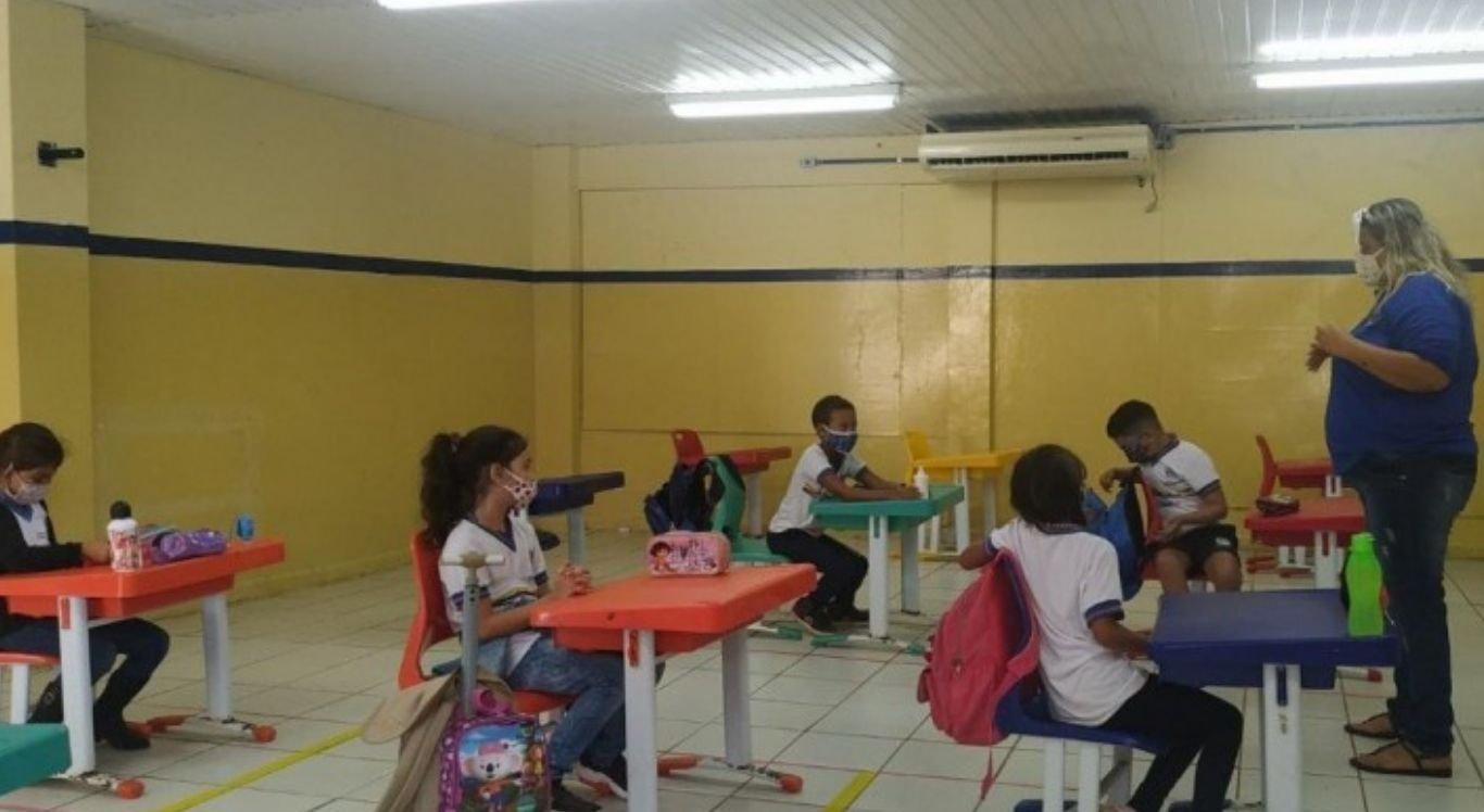 Noronha vem realizando a retomada das aulas presenciais de forma gradual, desde o do dia 22 de setembro