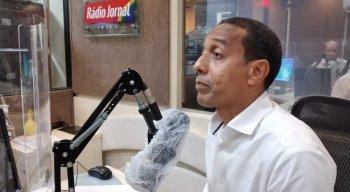 Professor Lupércio participou da sabatina da Rádio Jornal nesta terça-feira (6)