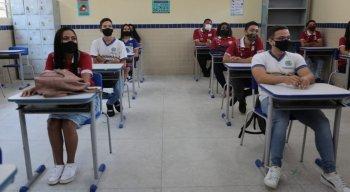 Estava autorizada, apenas para alunos do 3º ano do ensino médio, a volta para as unidades de ensino, que ocorreria nesta terça-feira (6).