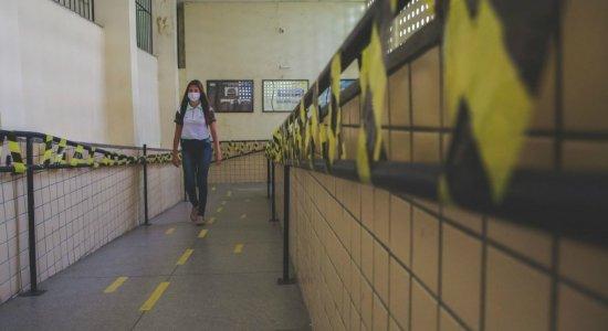 Alunos do 3º ano frustrados com suspensão das aulas presenciais em Pernambuco