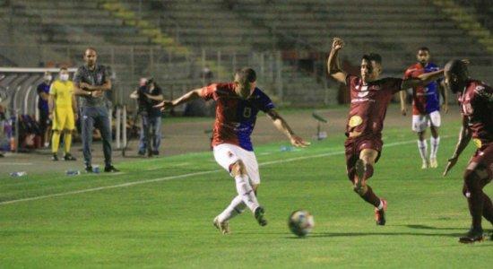 Com direito a apagão no estádio, Náutico tem leve melhora mas fica no 0x0 contra Paraná