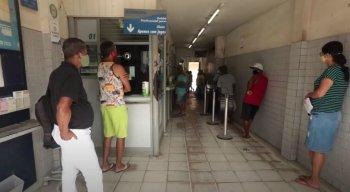 Moradores de Abreu e Lima em agências lotéricas para apostar na Mega-Sena
