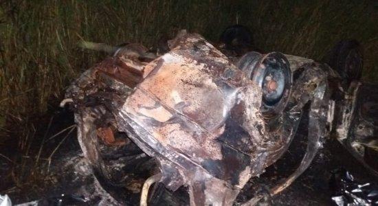 Acidente: Duas pessoas morrem carbonizadas na BR-104, em Agrestina