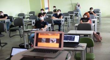 Algumas escolas do Recife voltaram a funcionar já nesta sexta (9).