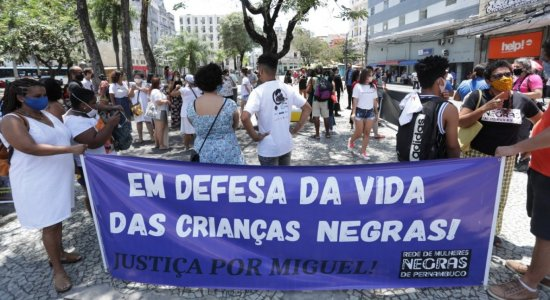 Familiares e amigos de crianças e adolescentes negros que foram vítimas de violência e racismo se reúnem no Recife