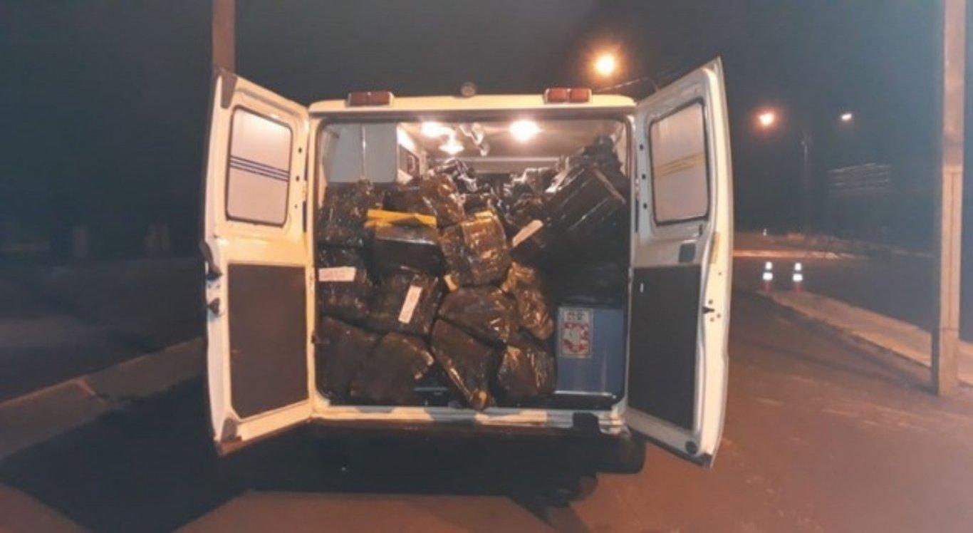 Mas foi quando abriram a parte de trás do carro que os policiais perceberam o que estava dentro daquela ambulância.