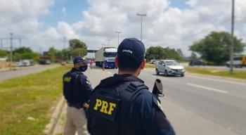Em quatro dias, a PRF abordou 2.492 pessoas e 2.221 veículos, que resultaram em 2.836 autuações