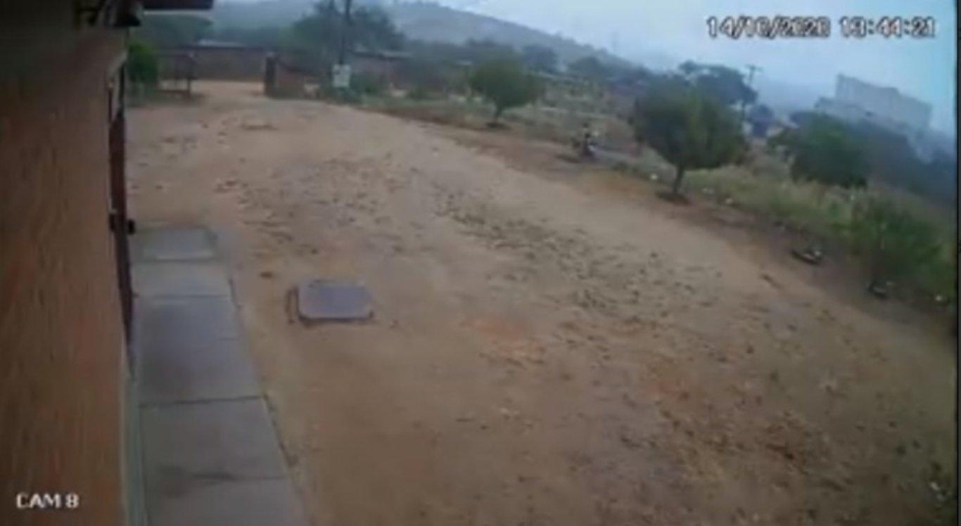 Vídeo mostra moto sendo furtada