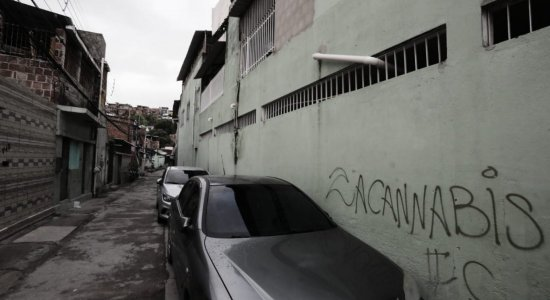 Mulher é morta a facadas na Zona Norte do Recife