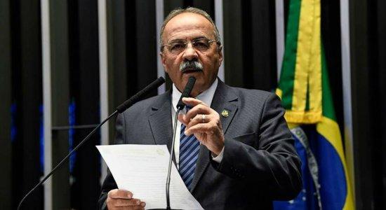 Após ser flagrado com dinheiro na cueca, senador Chico Rodrigues pede licença por 90 dias