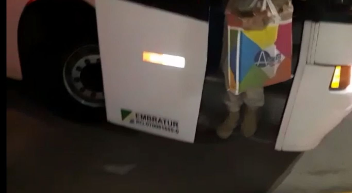 Droga estava sendo transportada pelo suspeito numa bolsa