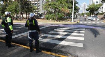 Agentes da CTTU orientam trânsito na Avenida Beira Rio