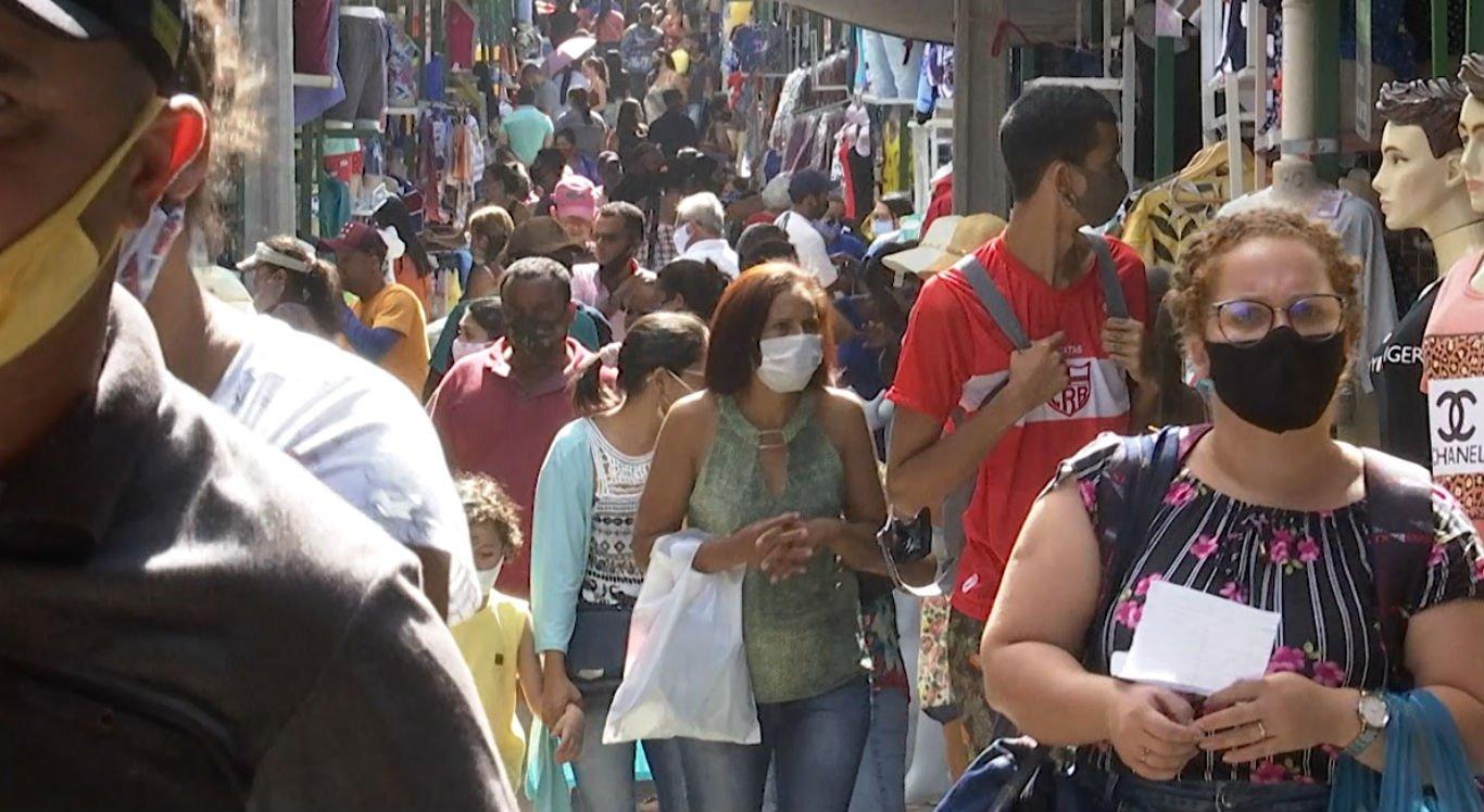Movimentação na Feira da Sulanca, em Caruaru