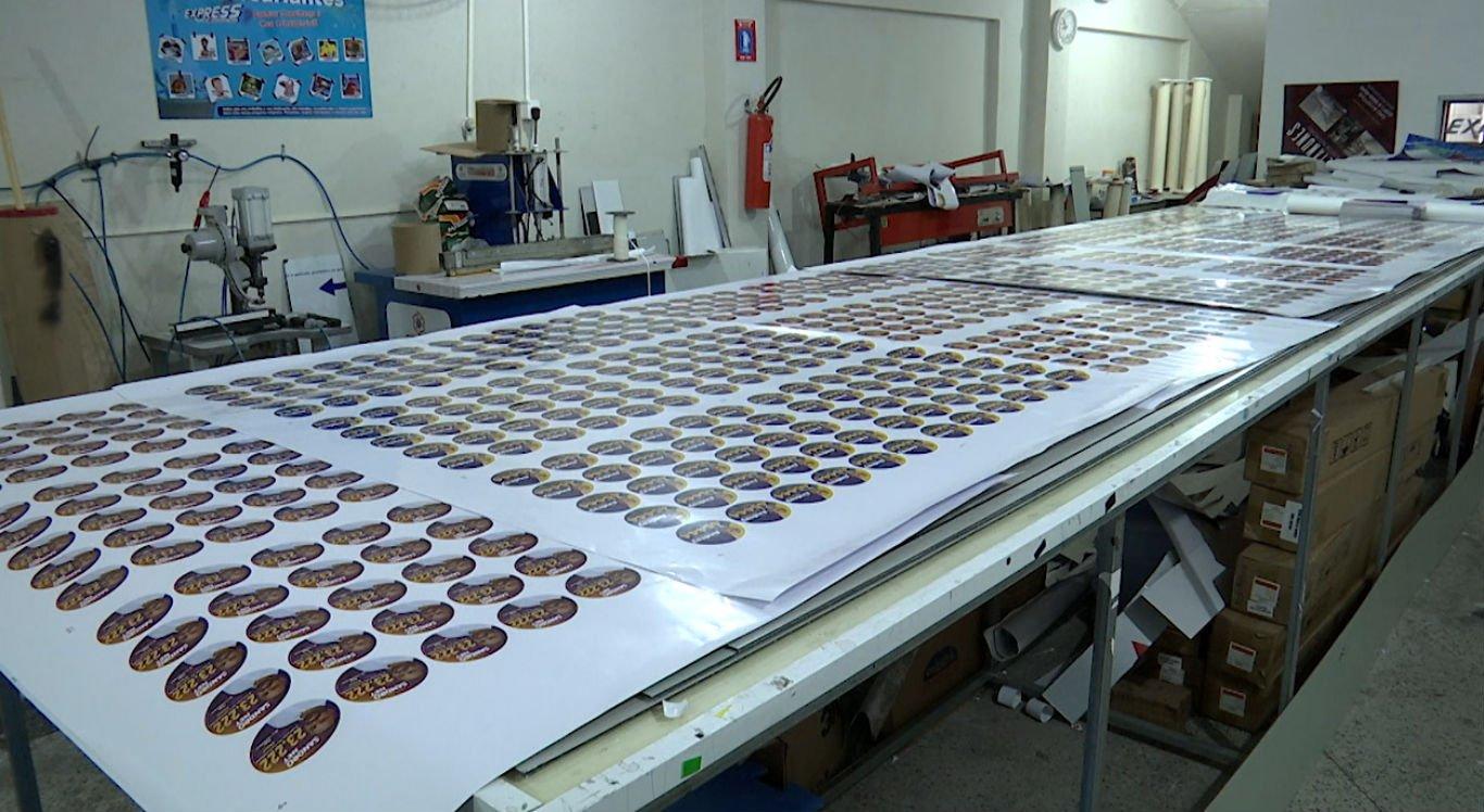Material sendo produzido em gráfica de Caruaru