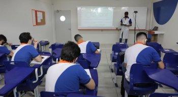 O Governo de Pernambuco autorizou o retorno às salas de aula a partir desta quarta-feira (21), mas os profissionais não concordaram com a data e o impasse continua