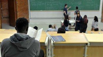 Segundo Inep, estudantes de universidades públicas federais e de cursos presenciais têm os melhores desempenhos em avaliações que medem a qualidade dos cursos de educação superior no Brasil