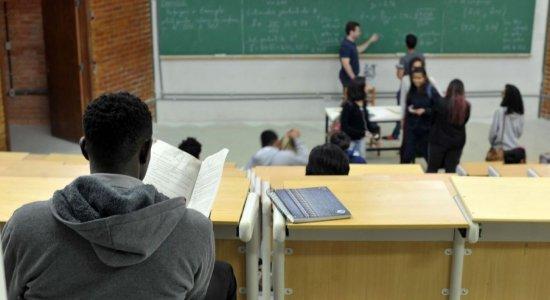 Universidades federais e cursos presenciais têm melhor desempenho