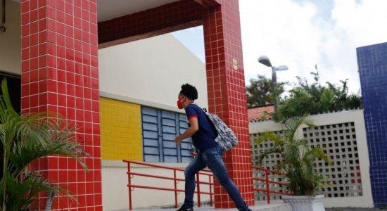 Alunos do 3º ano da rede pública de Pernambuco retornam às aulas presenciais