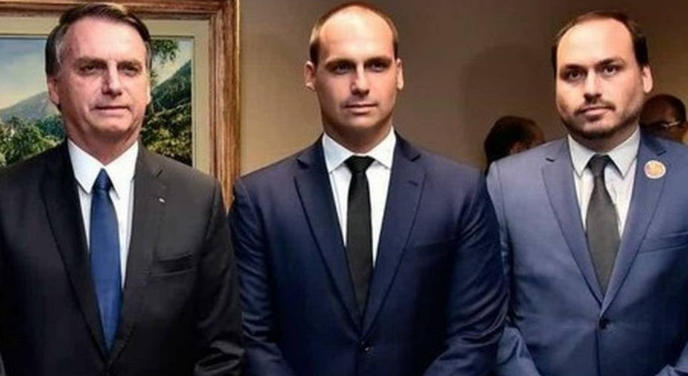 Bolsonaro acabou citando o seu filho Eduardo como postulante a vereador quando, na verdade, quem se encontra concorrendo a eleição é Carlos