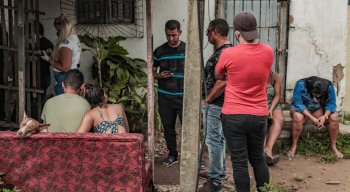 Homens invadiram a casa no momento em que mãe e filho dormiam